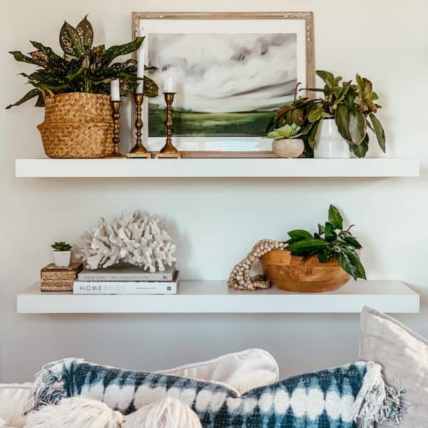how to decorate living room shelves