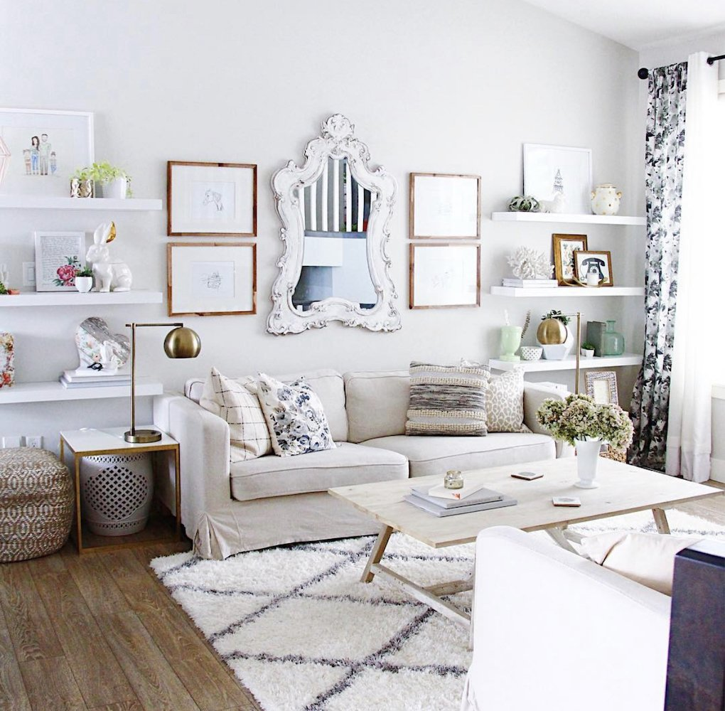 this is a photo of a well decorated living room