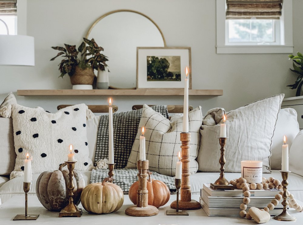 this is a photo of eclectic decor in a modern farmhouse living room