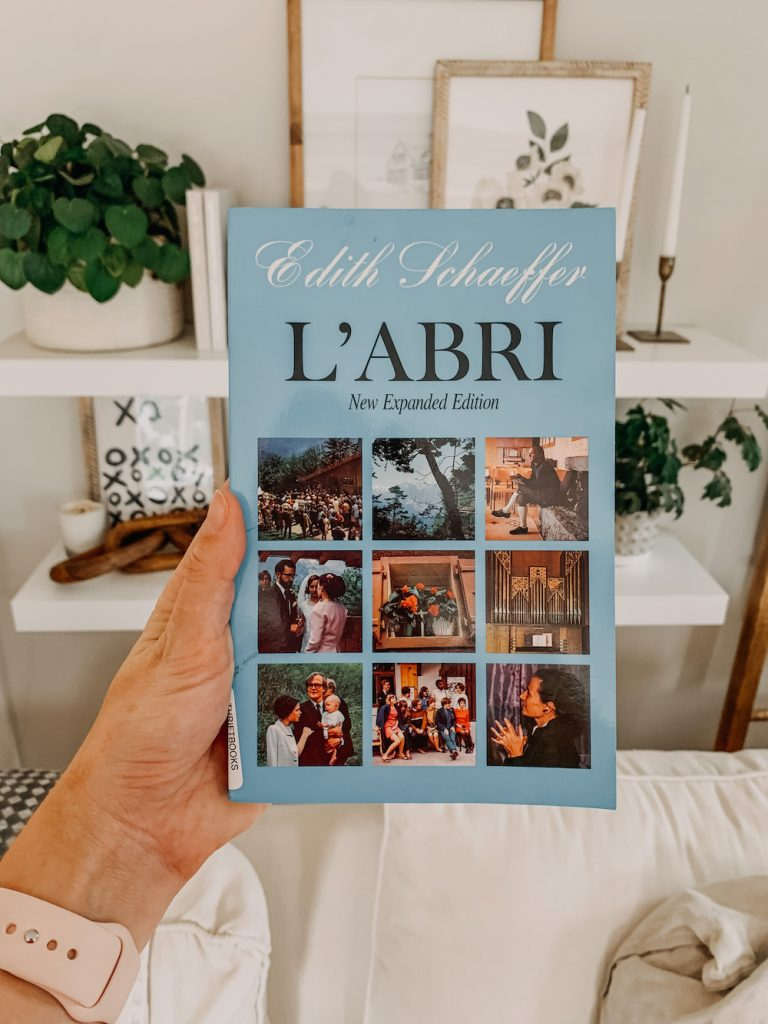 this is a photo of the book l'abri